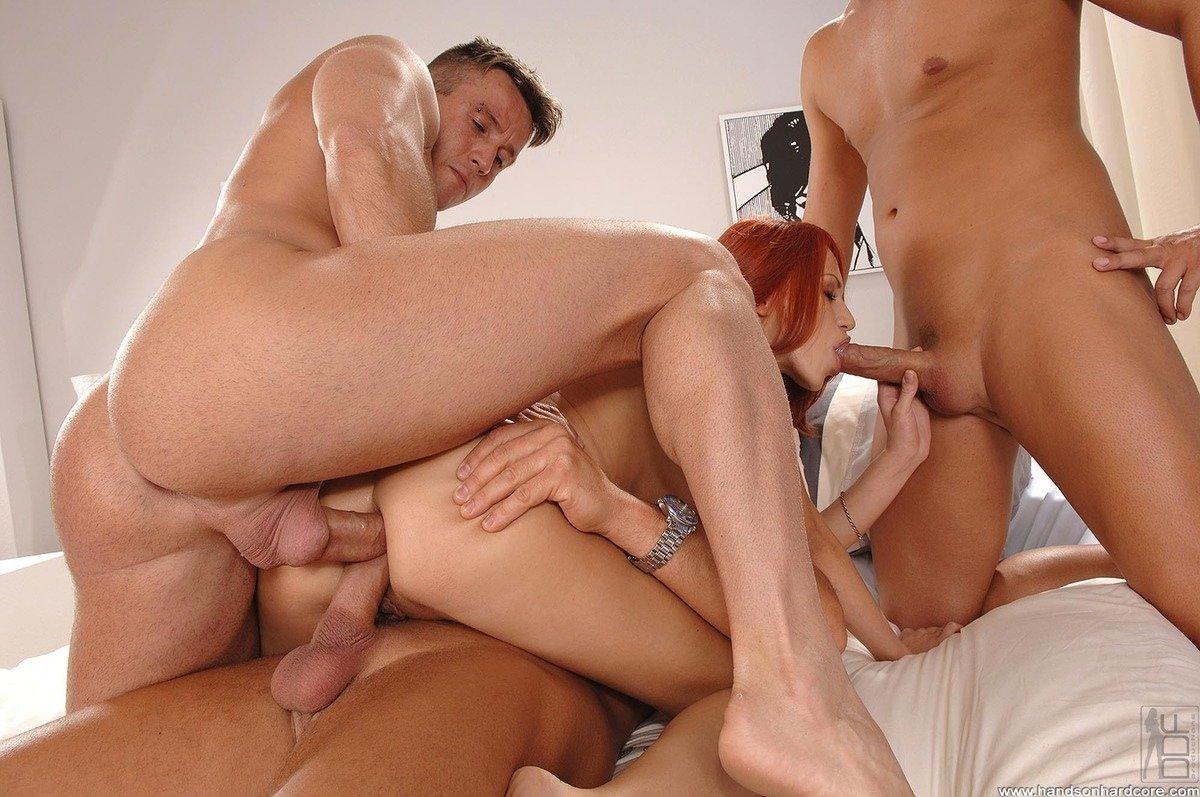 Трое мужчин трахают в попу, Два мужчины и одна девушка: русское мжм видео 16 фотография