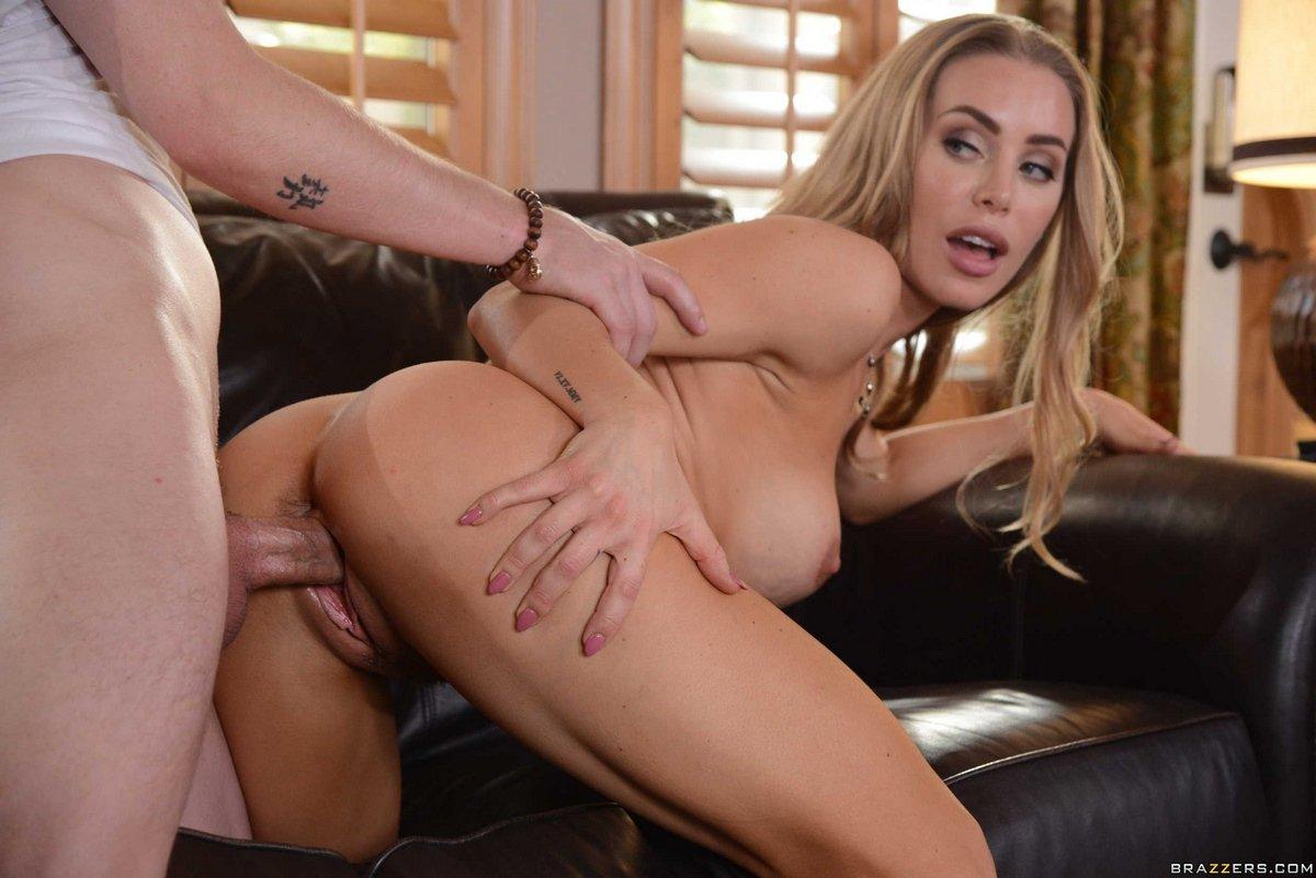 Порно фото красотки блондинки Nicole Aniston