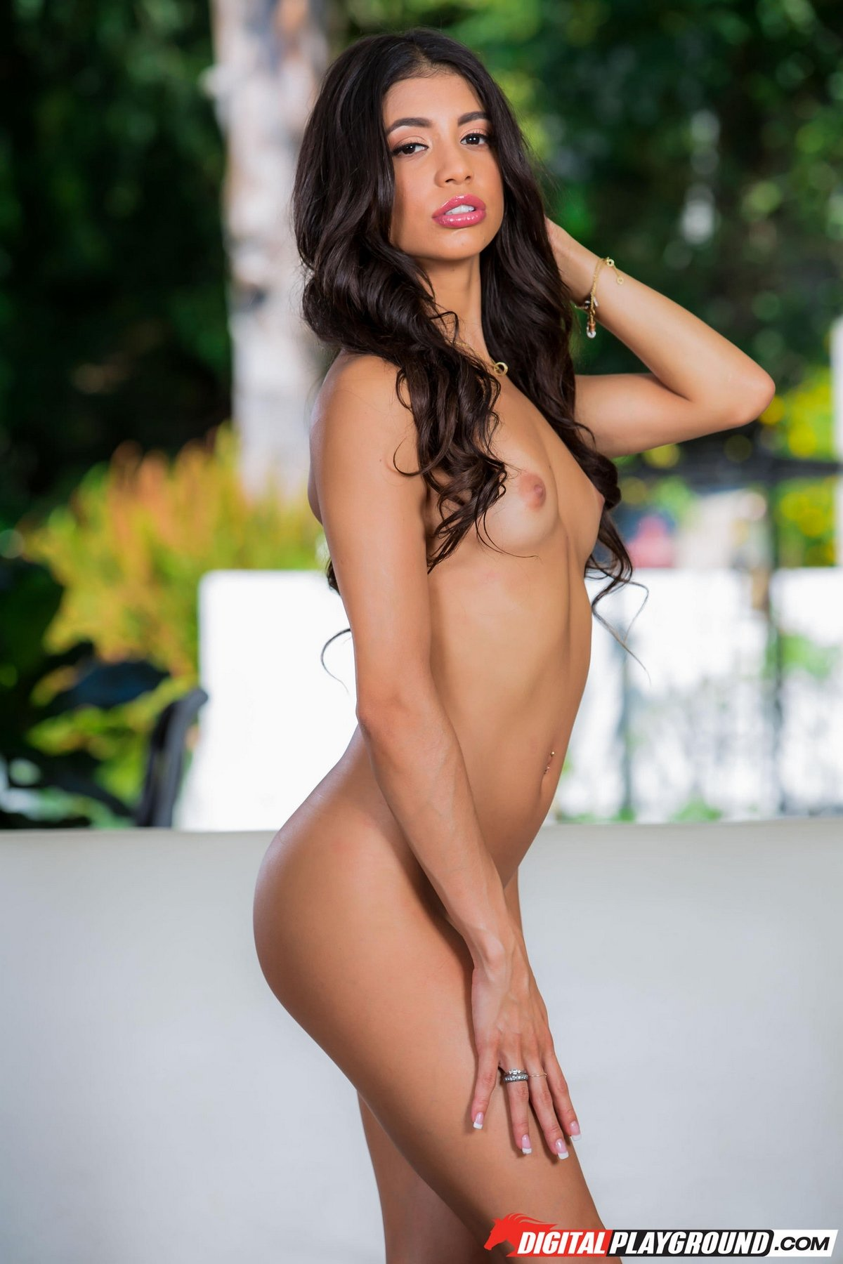 Красотка брюнетка Veronica Rodriguez
