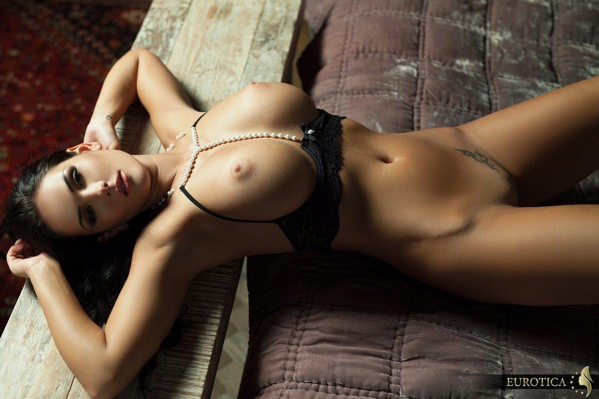 Роскошная порнография развратной брюнетки секс фото