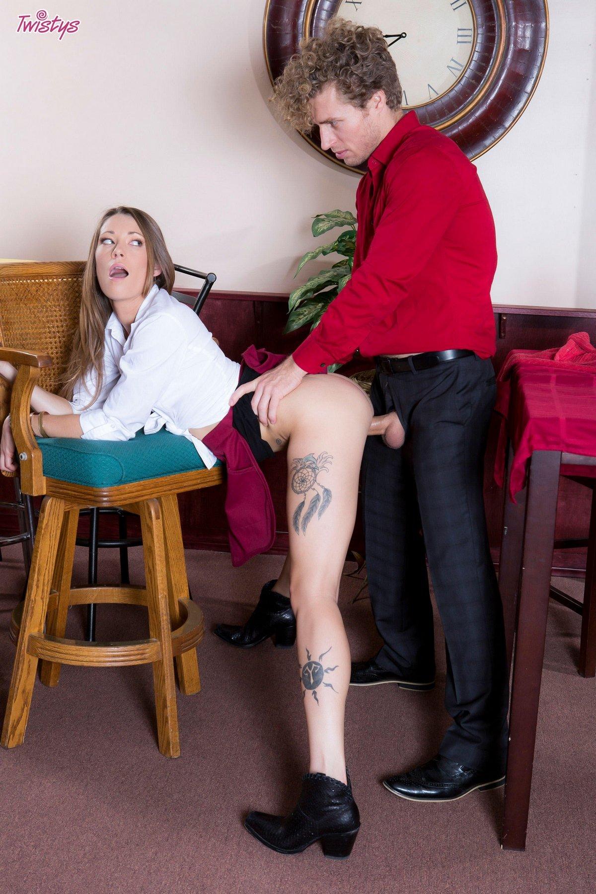 Порнофото траха с официанткой в кафе