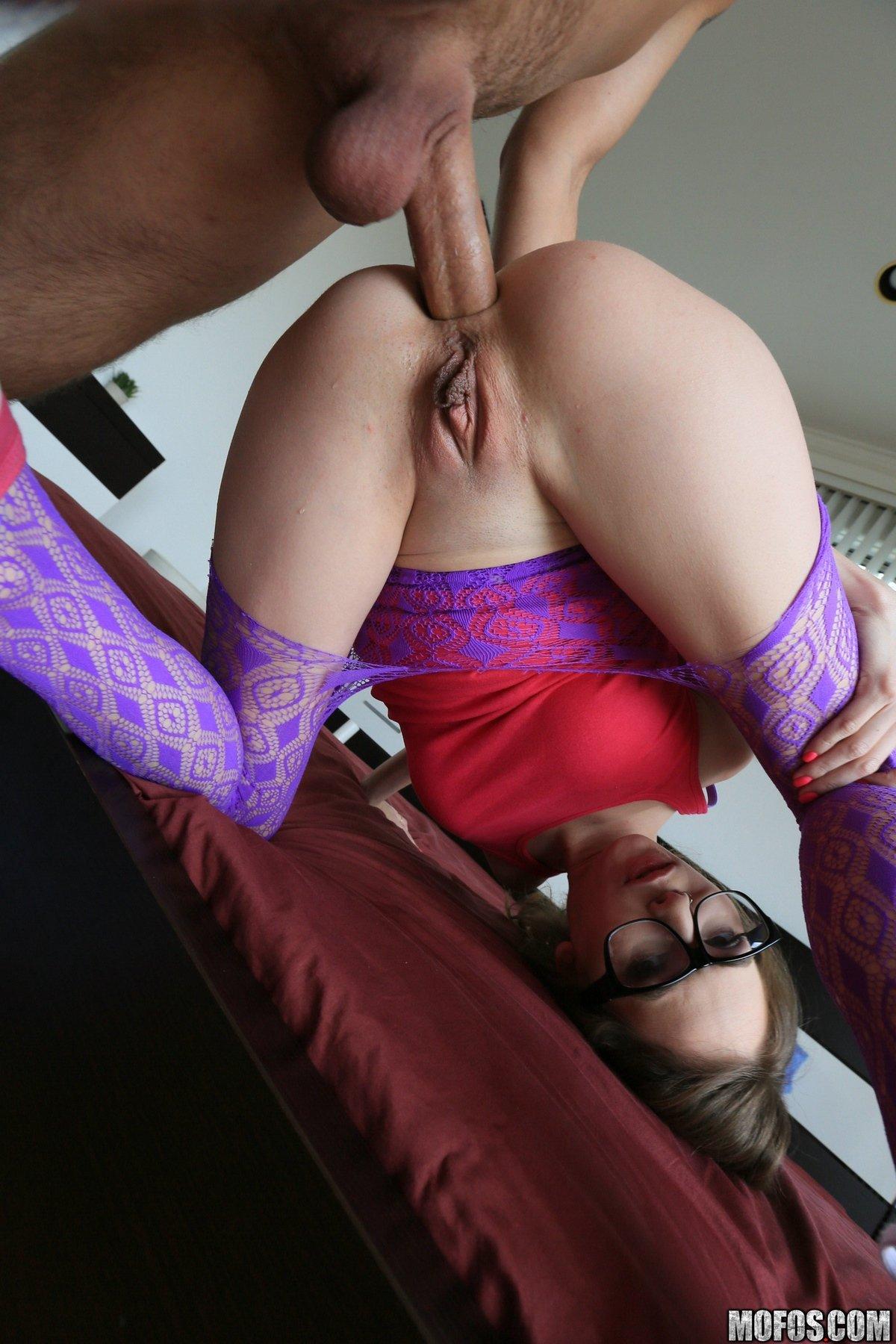 Разорвал колготки и трахнул чувиху в сраку секс фото