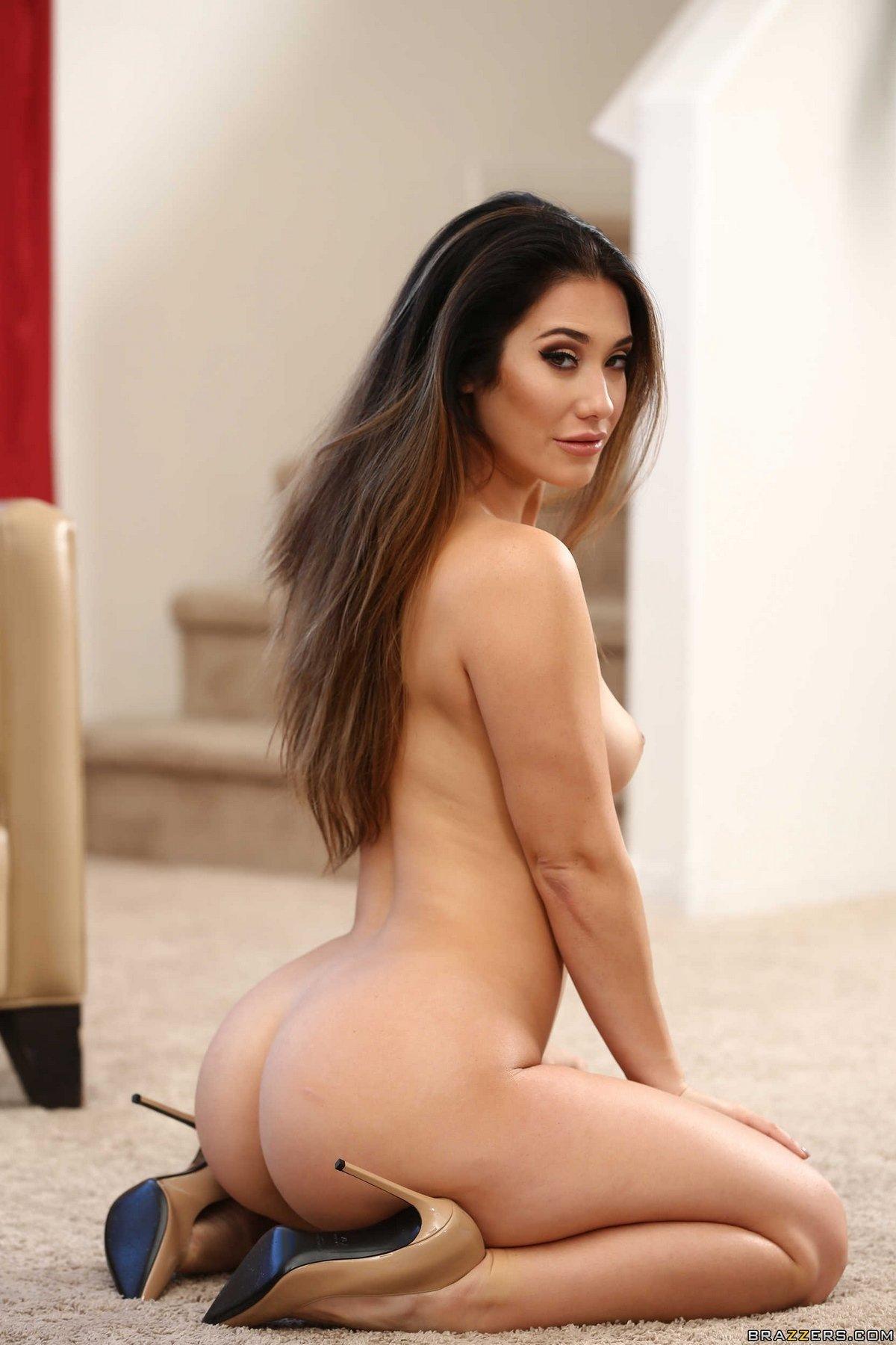 Изящное голые сиськи девки Eva Lovia