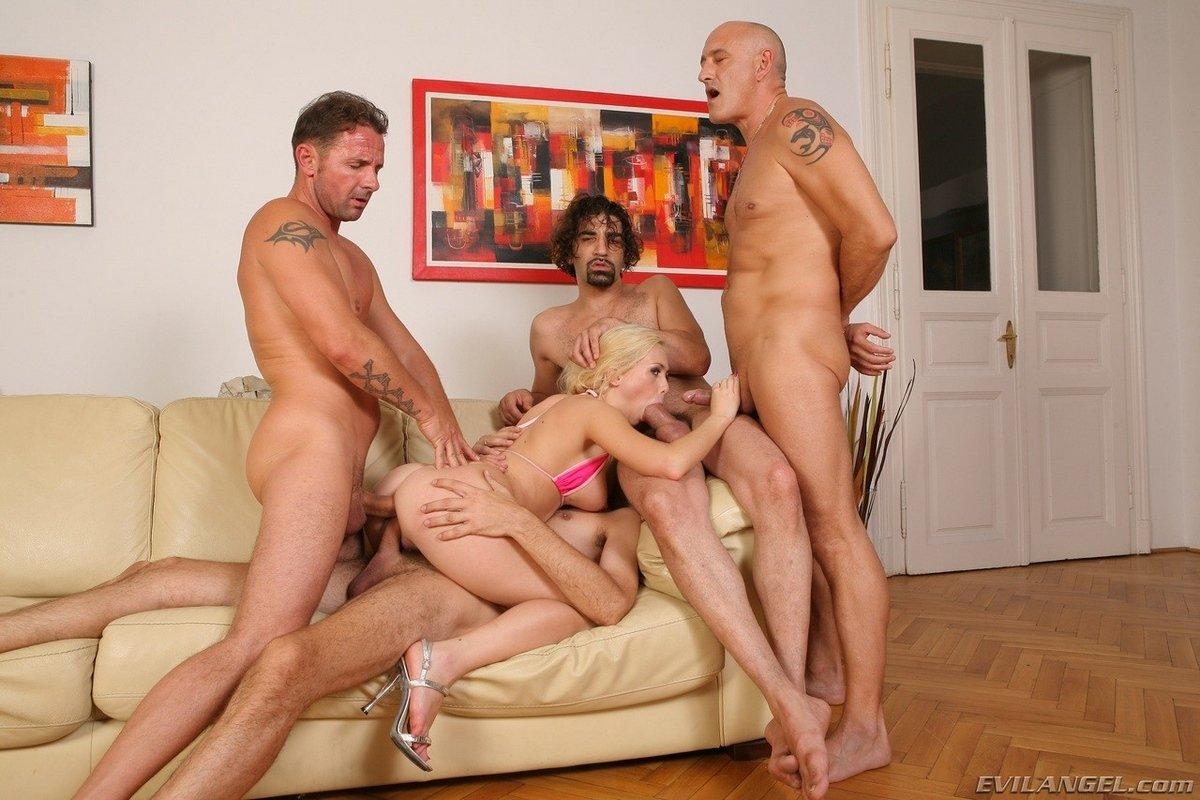 porno-blondinki-zhestkoe-gruppovoe