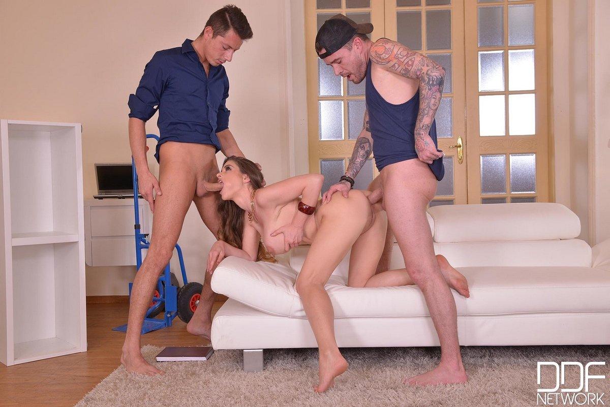 Двойное проникновение - секс с тремя парнями