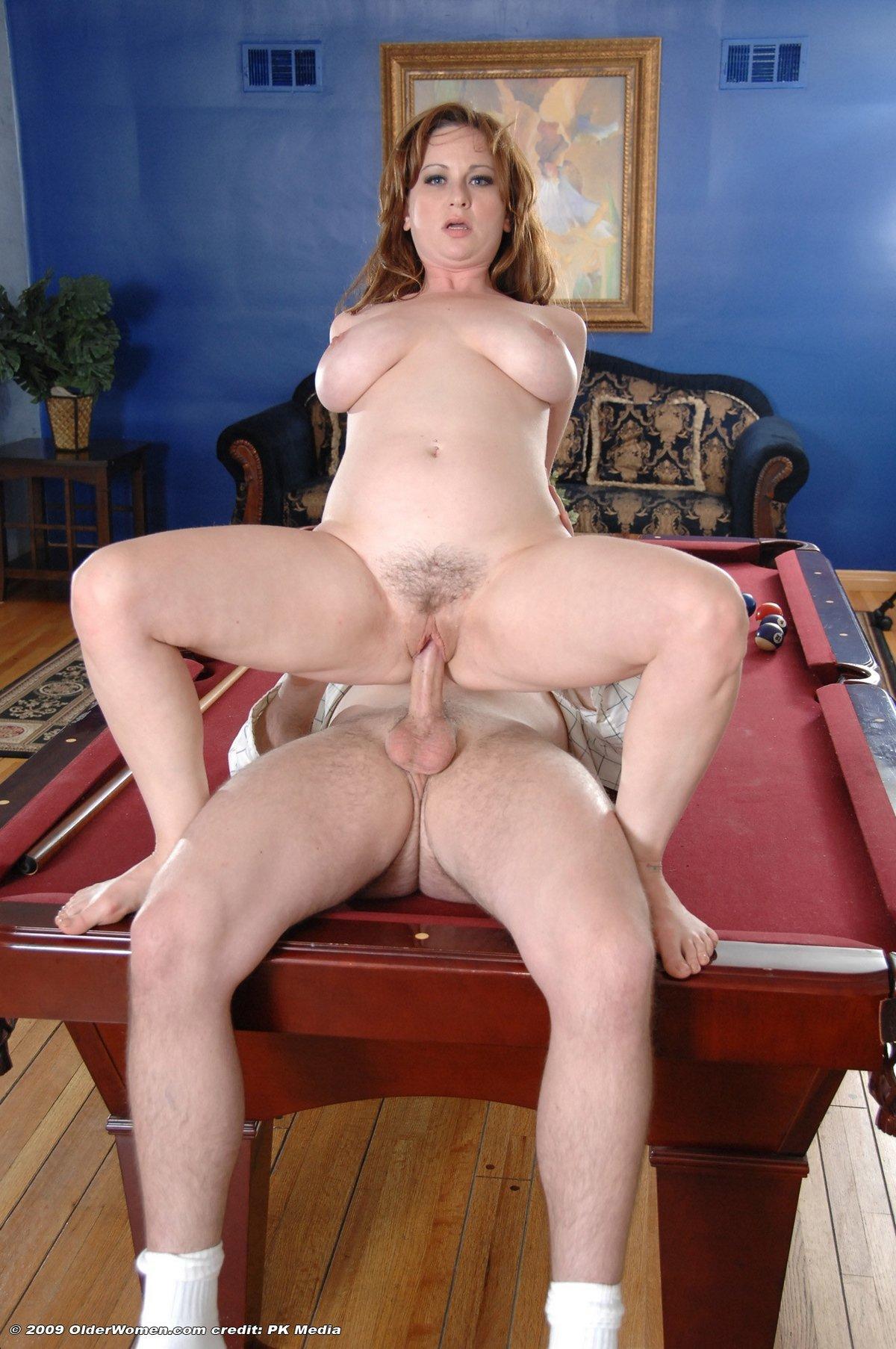 Секс рыжей тетки с соблазнительной сракой