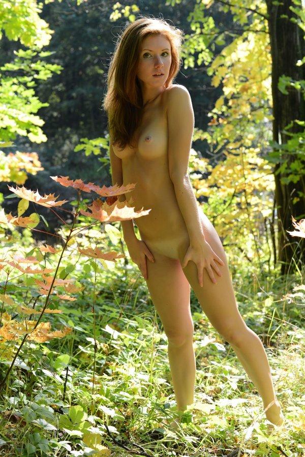 фото девушек на голых природе