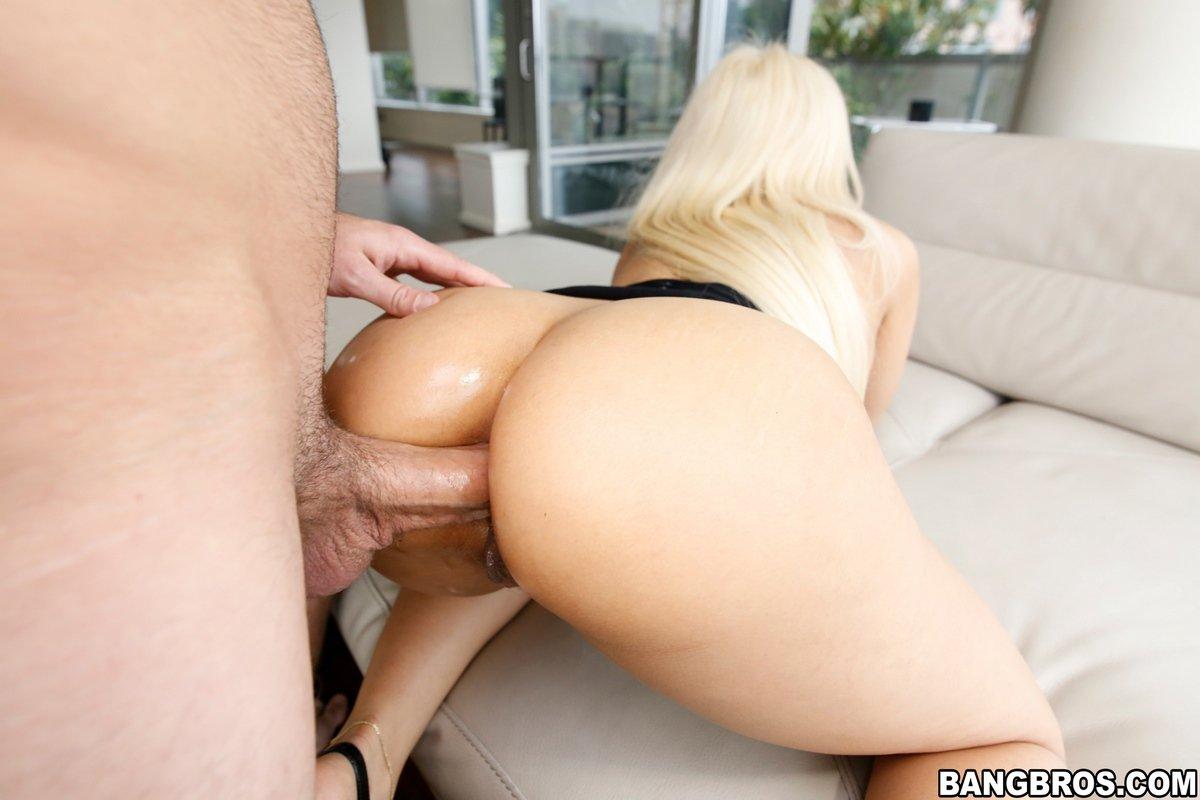 Большой член в попке блондиночки секс фото