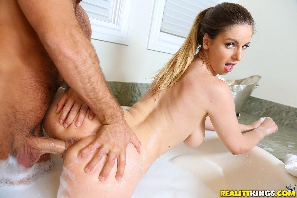 Грудастая стройняшка секс в ванной