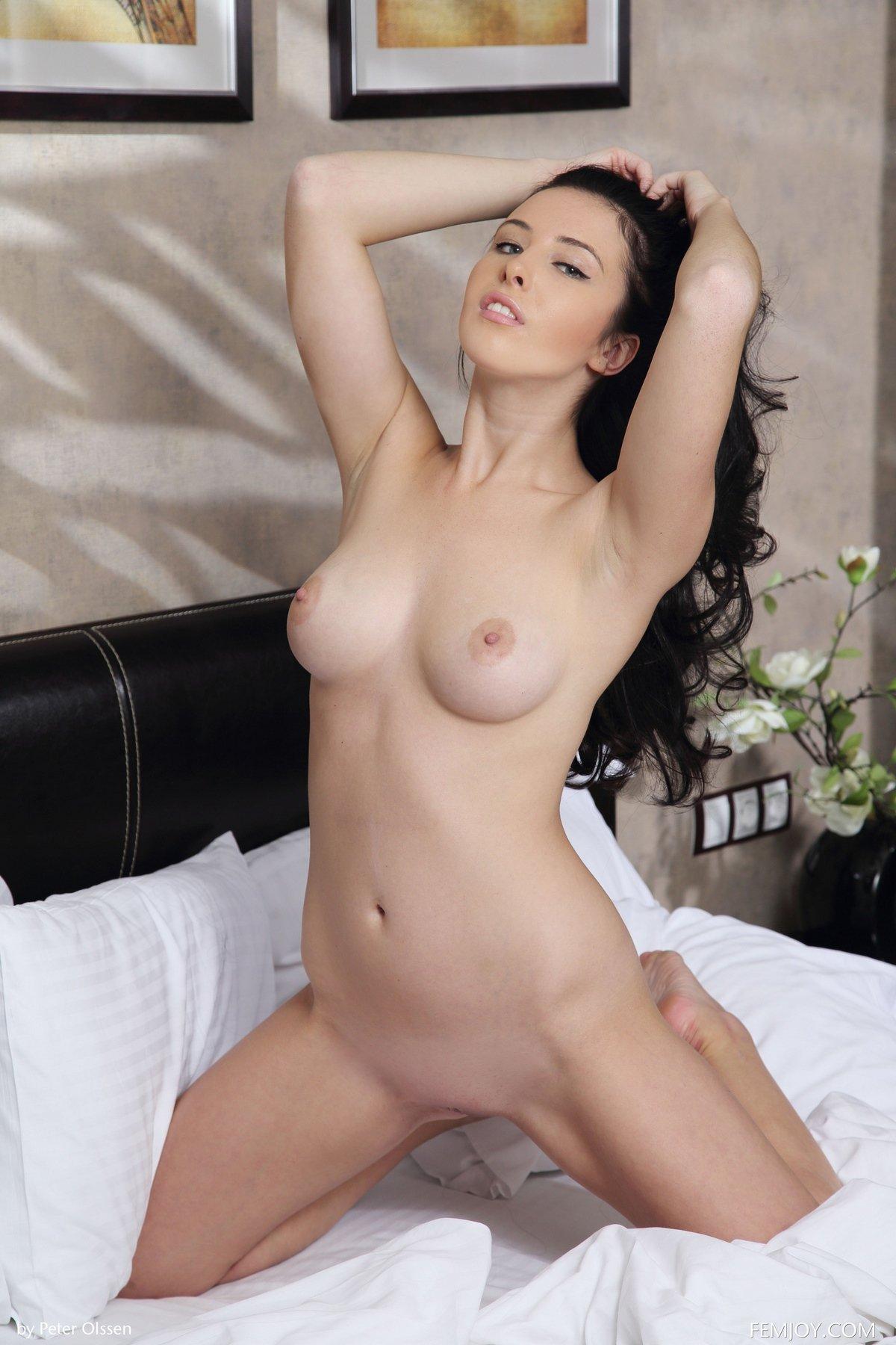 Сексуальная брюнетка в корсете