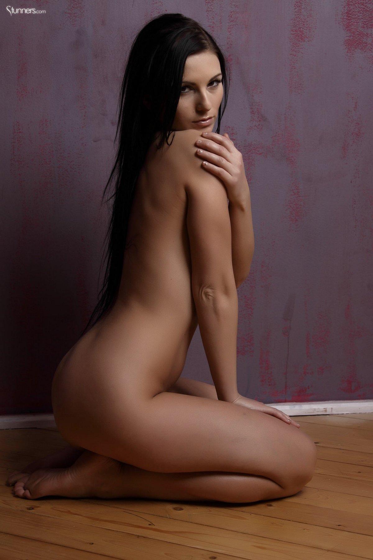 Модель с чувственными губками Mili Jay смотреть эротику