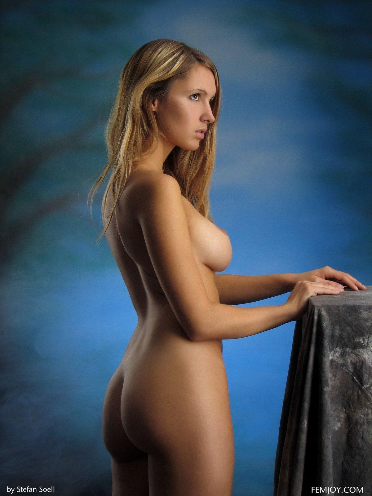 Легкая обнаженка голенькой светловолосые девки