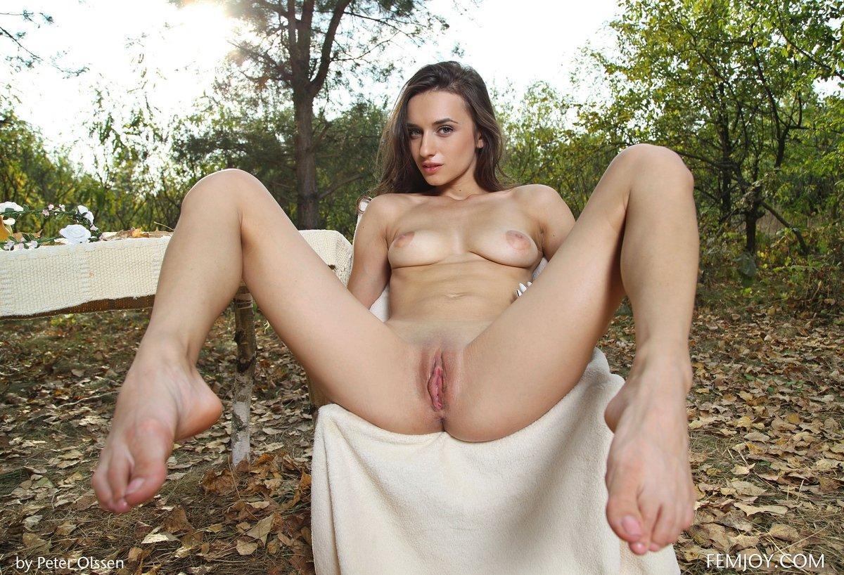 Красивые фото голой девушки на пикнике