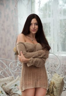 Девушка в свитере трахается