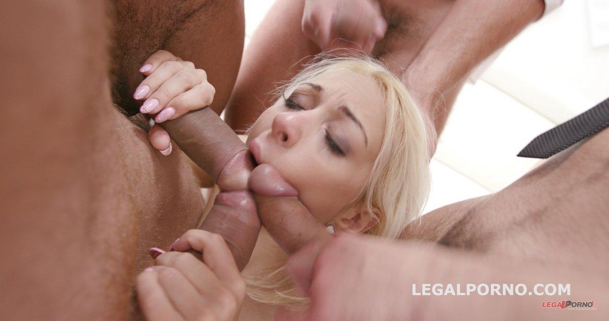 Жесткий секс в жопу с блондинками