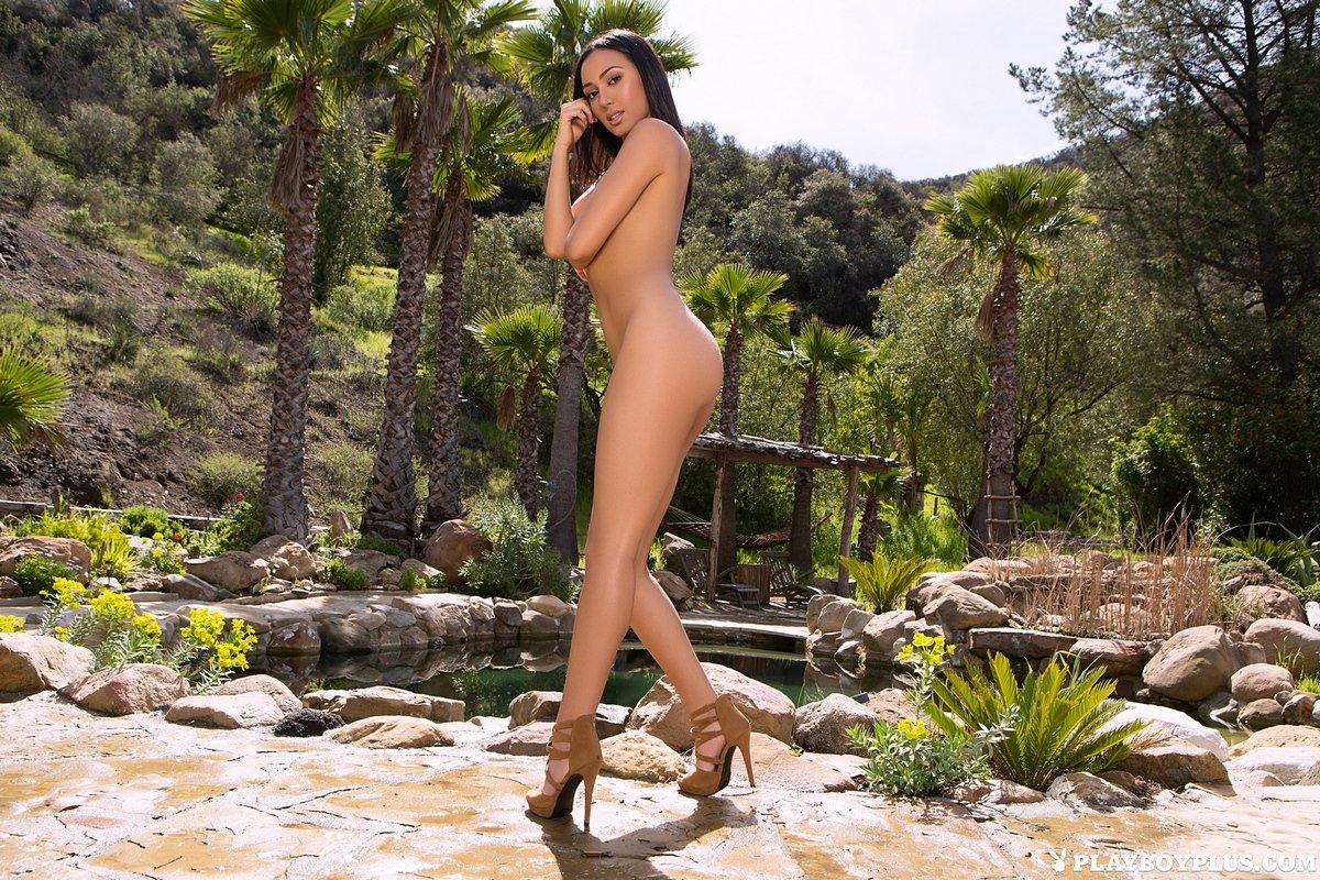 Сексуальная брюнетка Alexandra Young для Playboy
