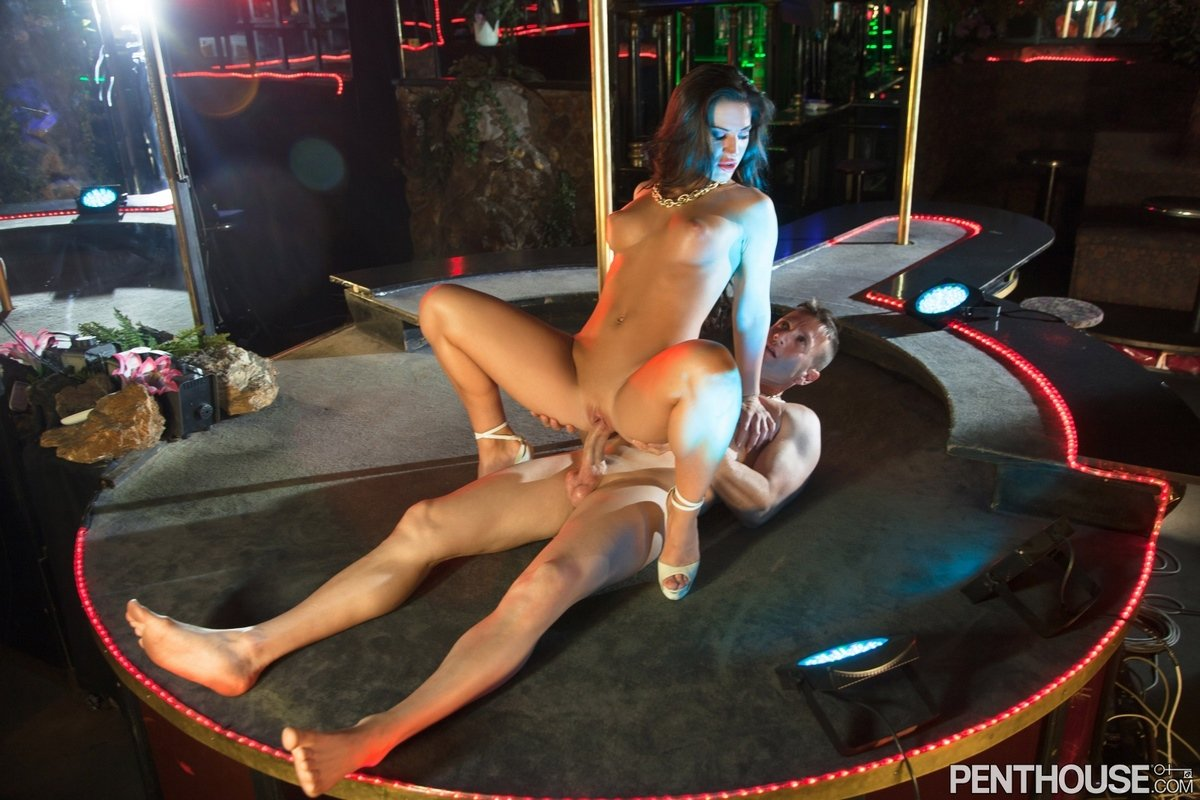 porno-onlayn-video-pro-striptizersh