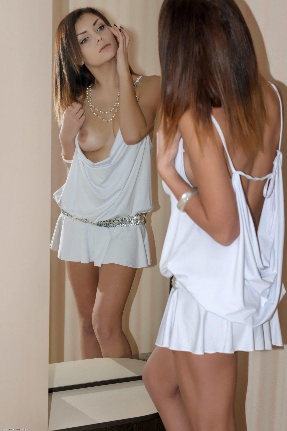 Порно супер короткое платье на голое тело