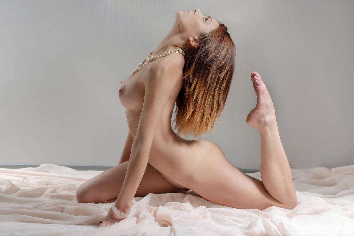 Прекрасное голые сиськи тёлки гимнастки
