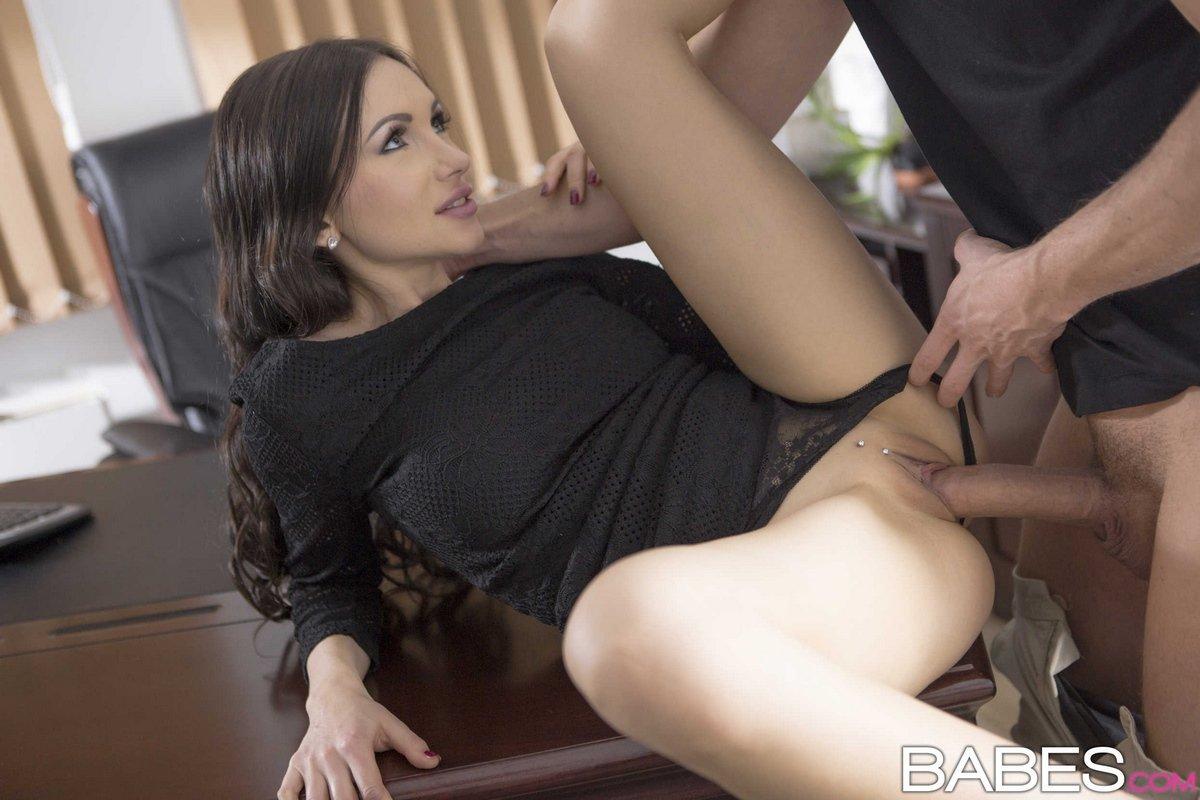 Секс на столе в пизду