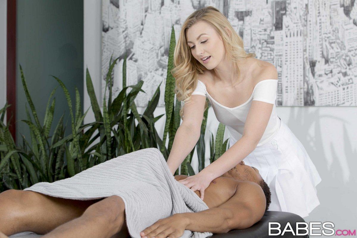 Порно на массажном столе ласки для женщин