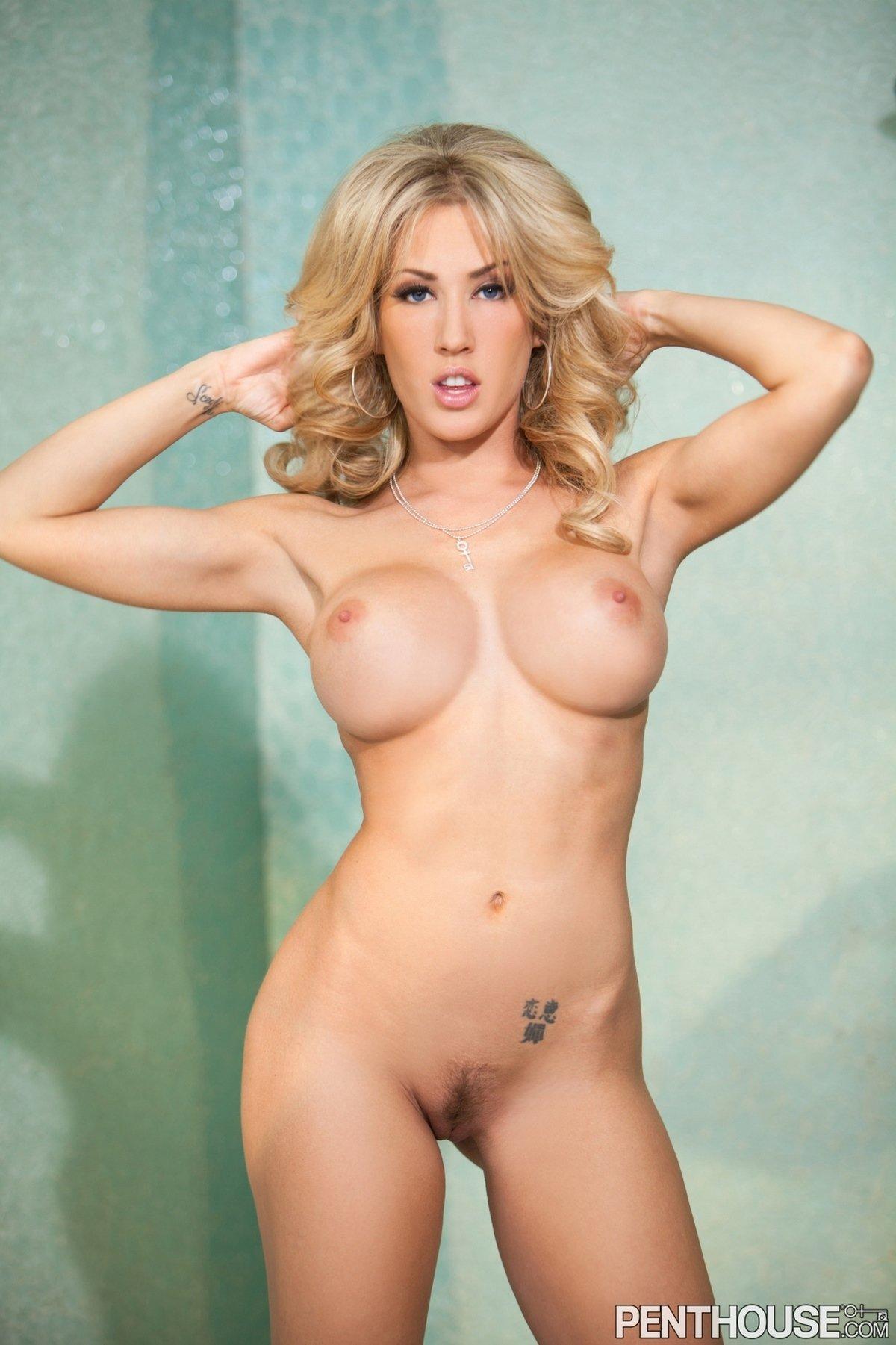 Роскошная блондинка с силиконовыми сиськами Capri Cavanni