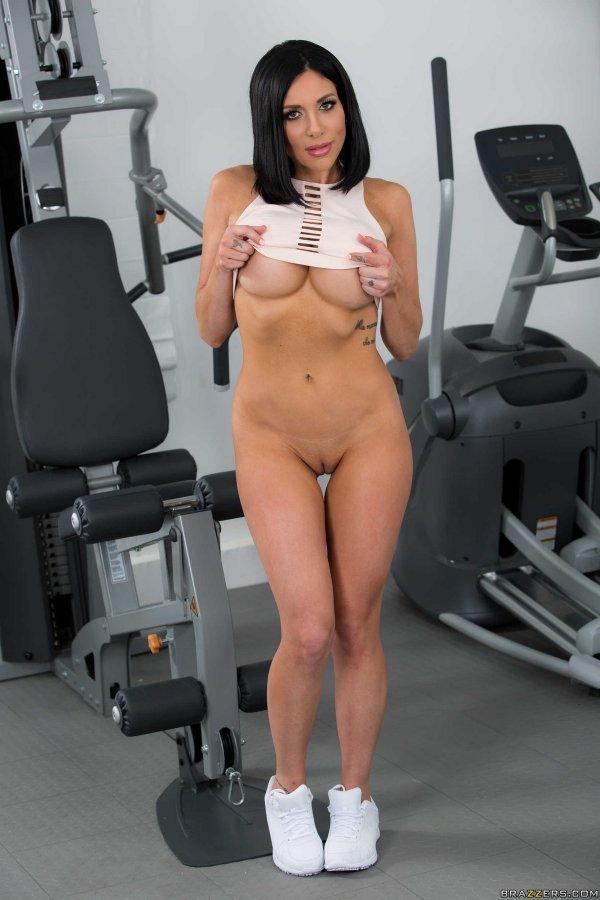 спортзалі відео дівчата в голі