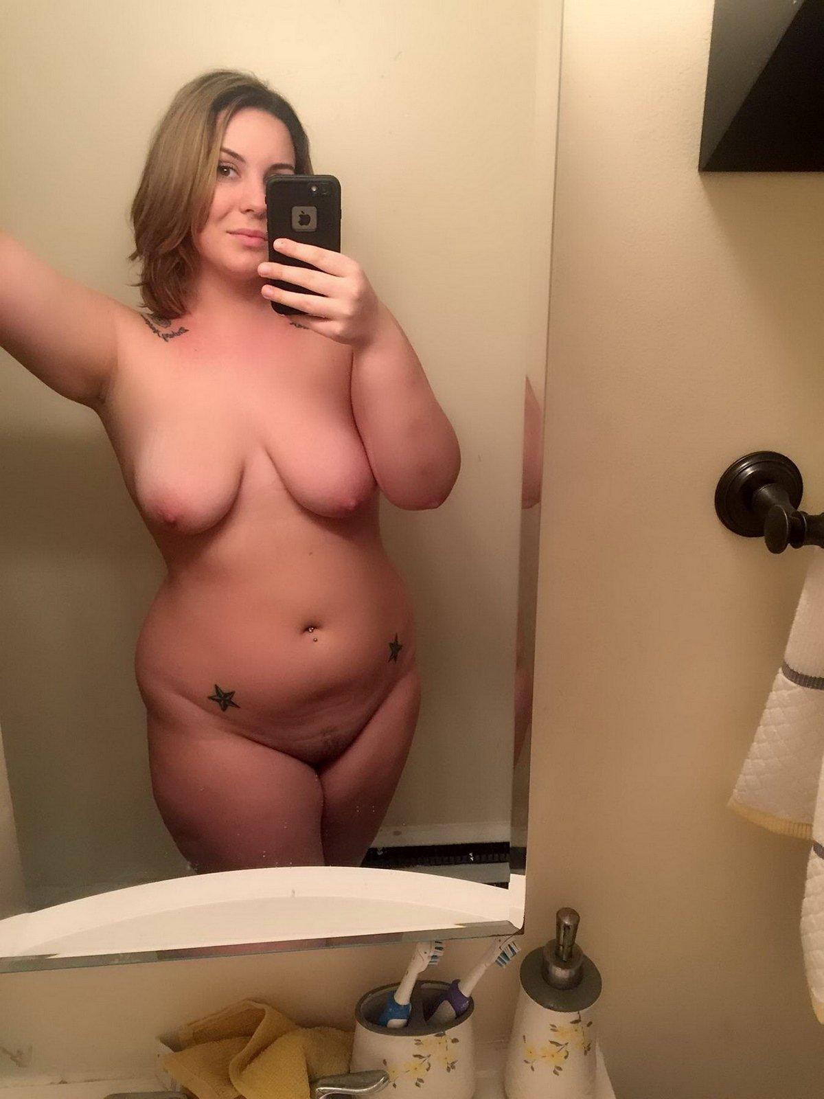 Домашние фото теток с голыми грудями секс фото