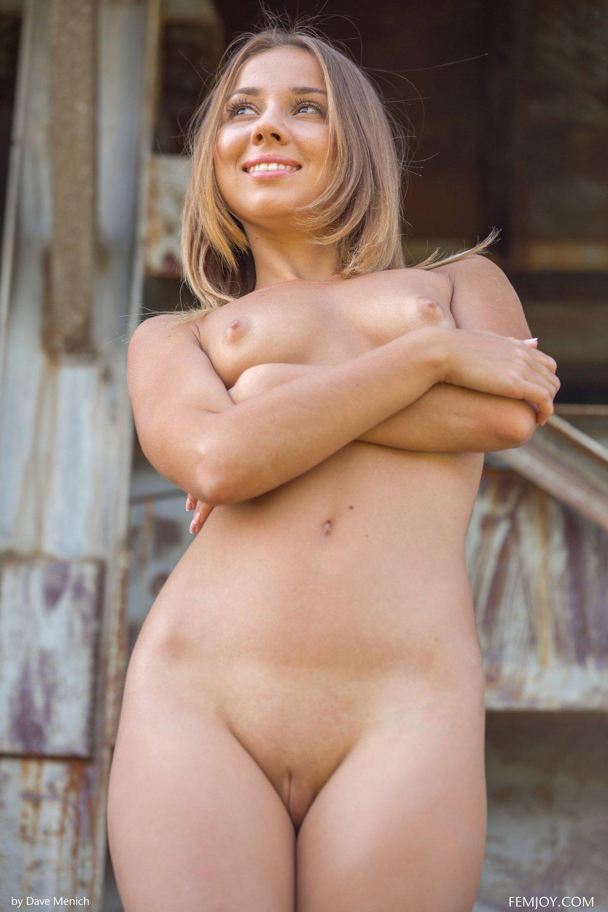 голая девушка смотреть бесплатно