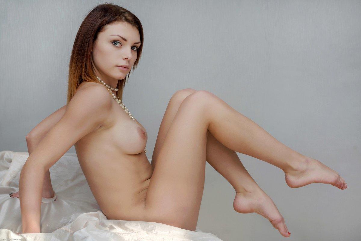 Сексуальные позы голой модели Shenila