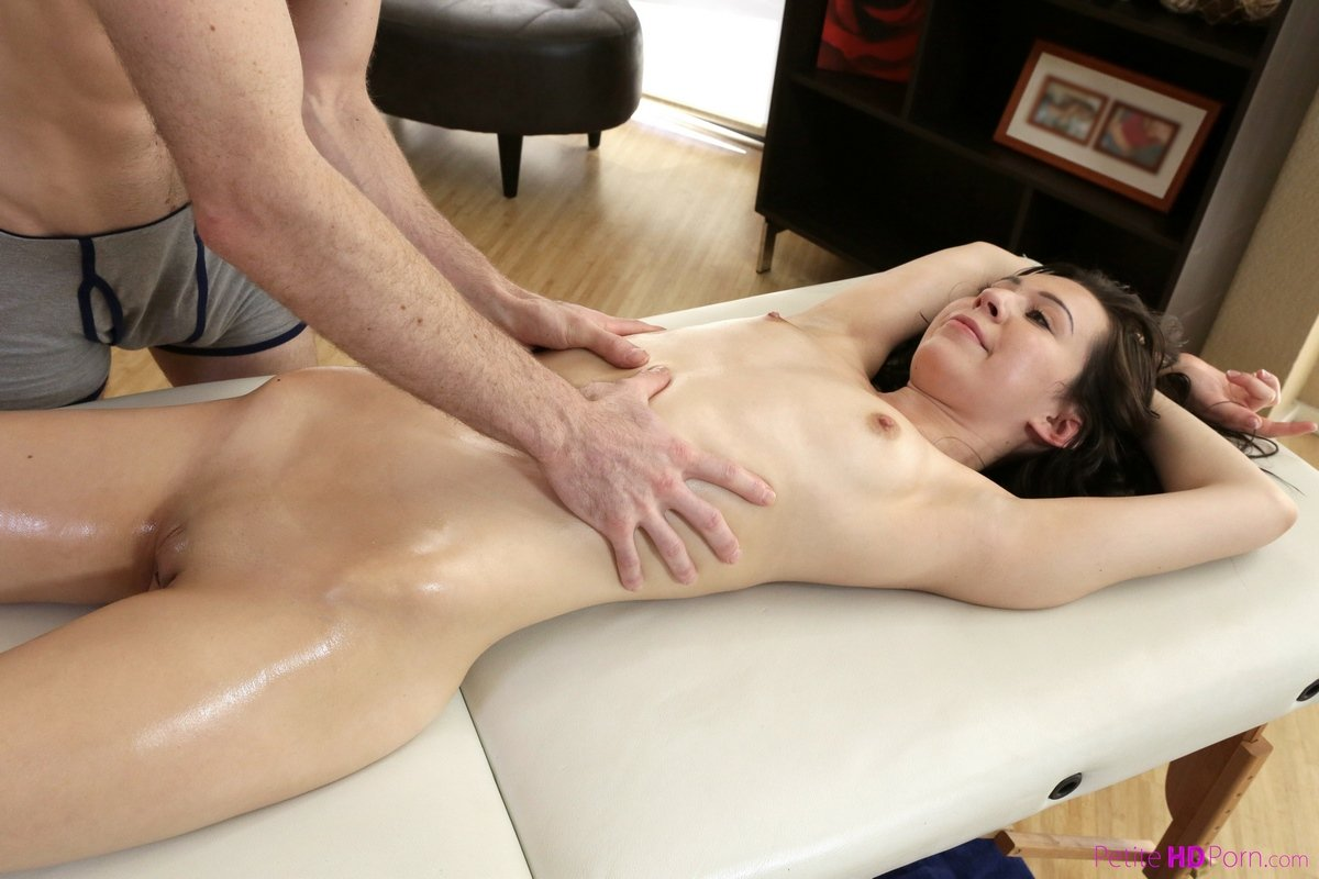 Видео эротика в массаже сеют