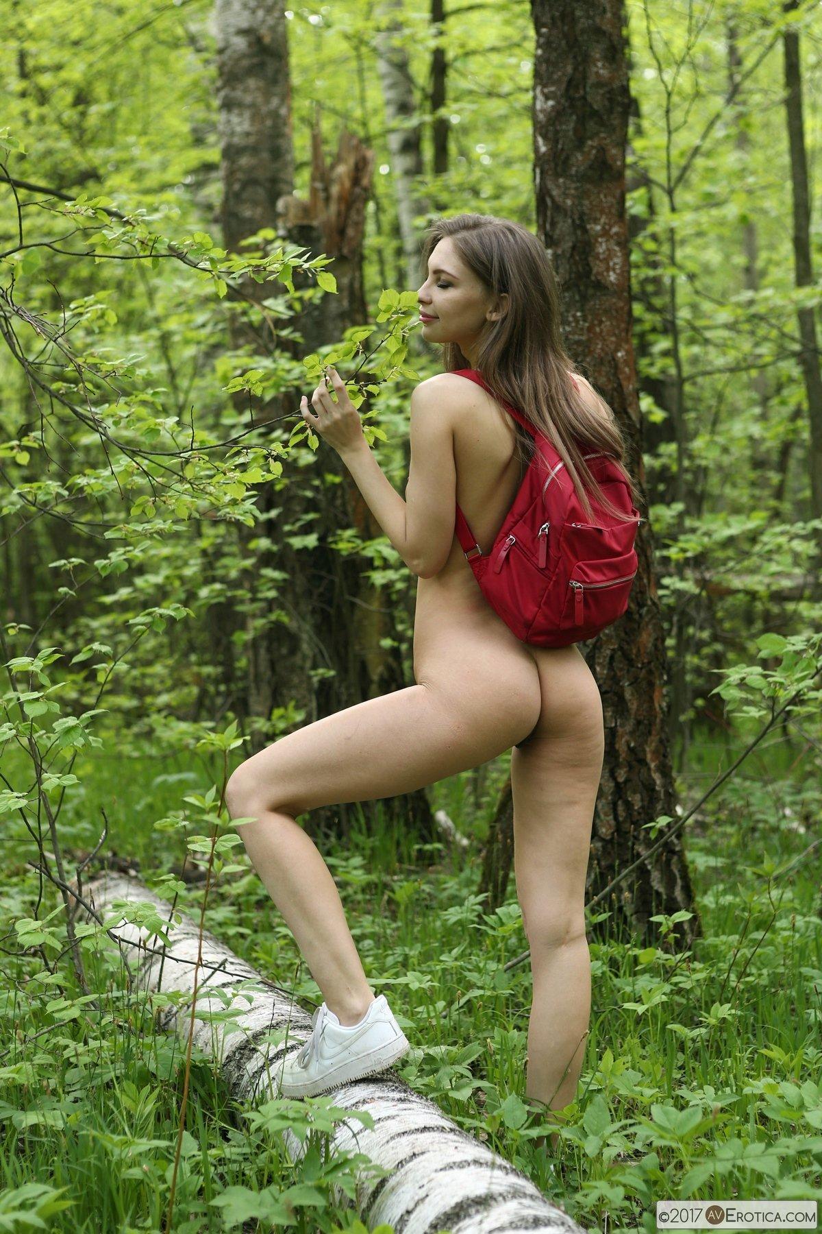 Красивая Девушка Раздевается На Камеру  смотреть порно онлайн