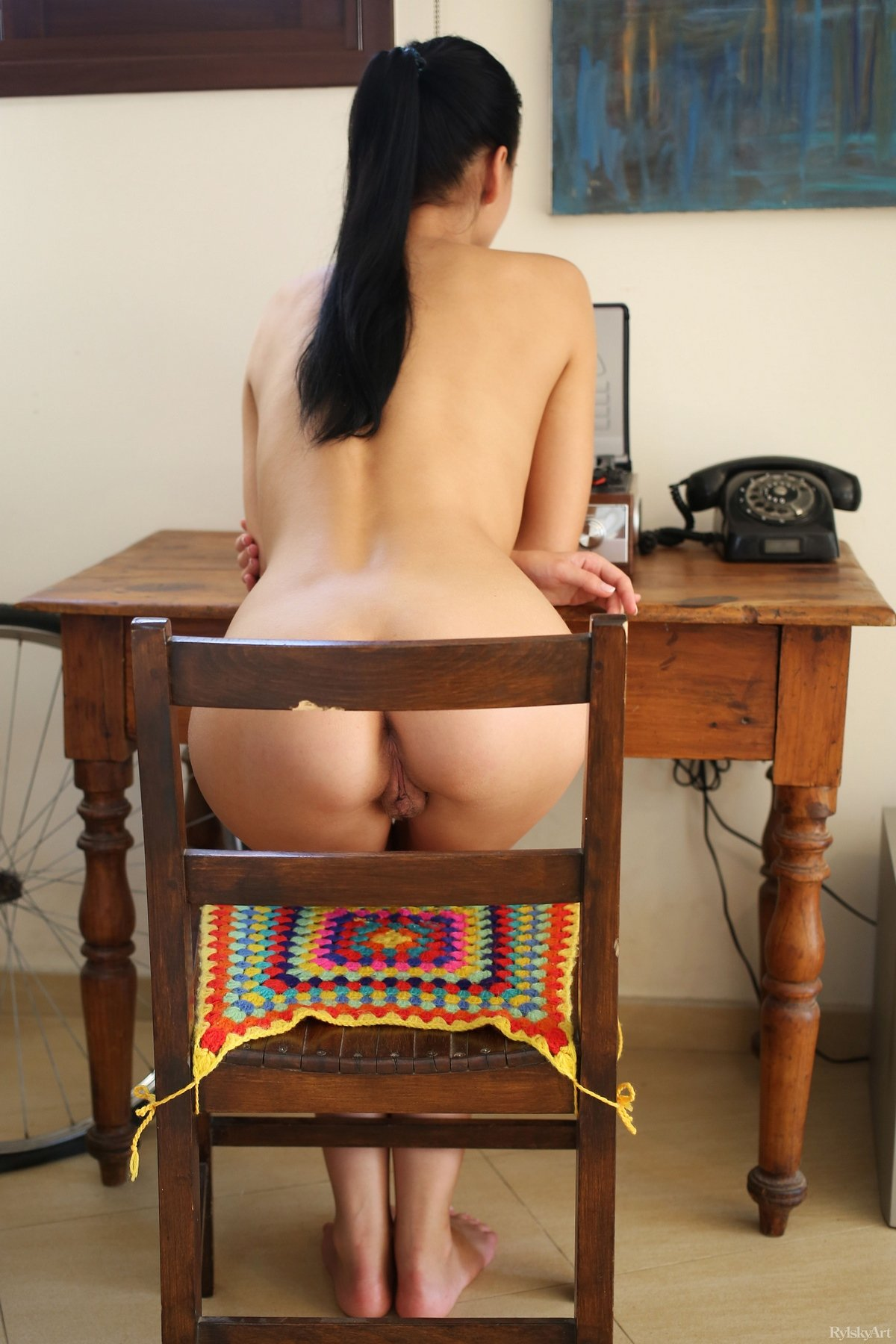 Чика с пухлыми губками сфотографировала волосатую пилотку секс фото