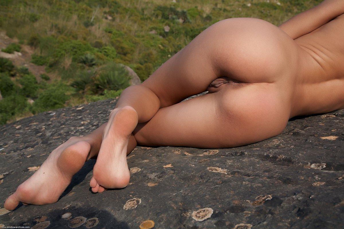 Загорелая леди Antea обнаженная в горах смотреть эротику