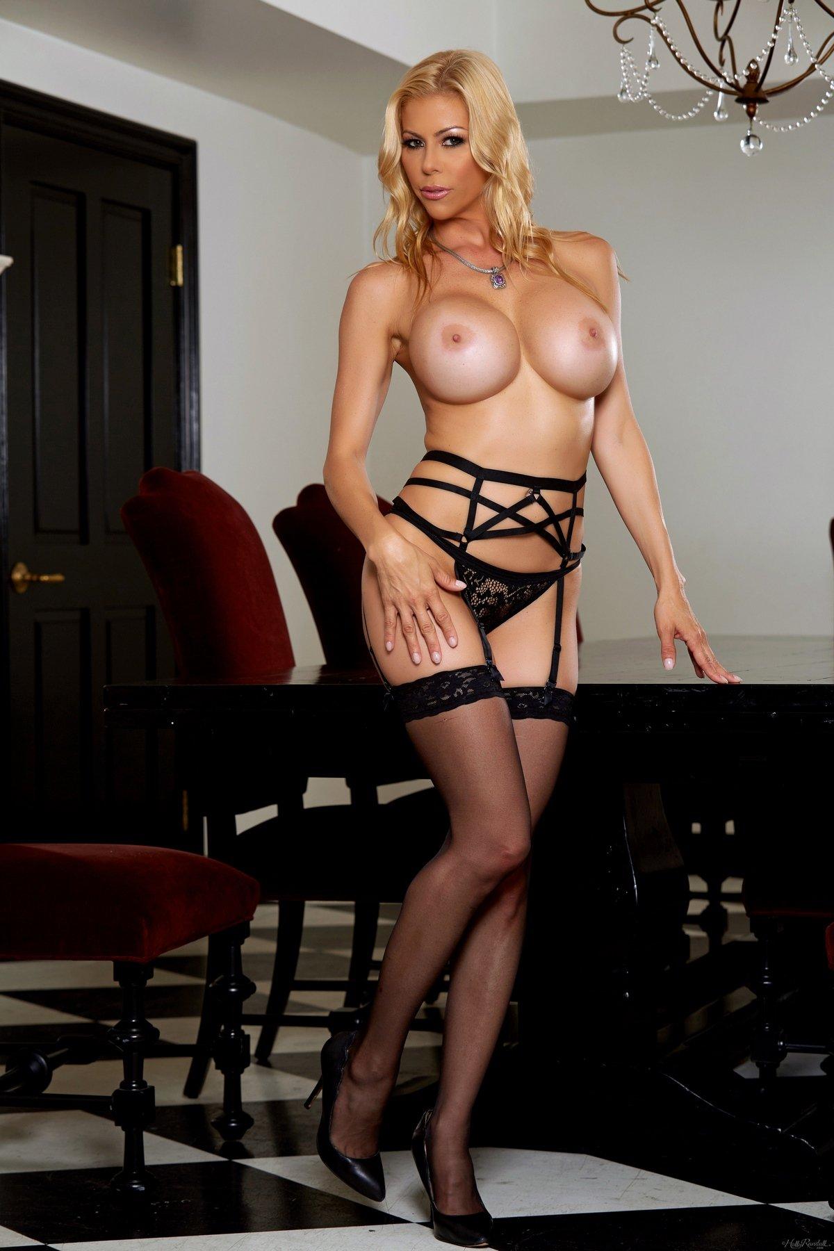 Blond in black stocking suck sloopy her nylon feet - 1 3