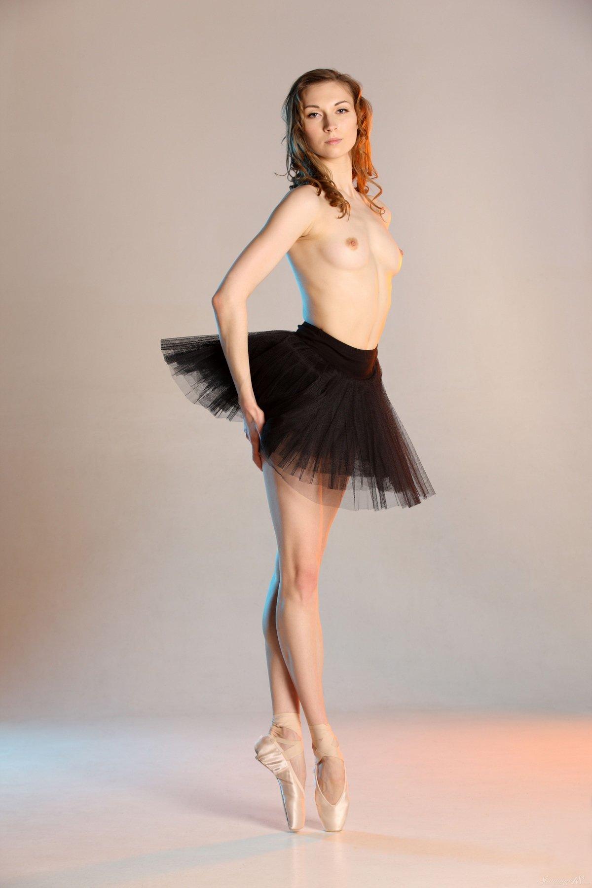 Изящная модель Annett в балетной пачке