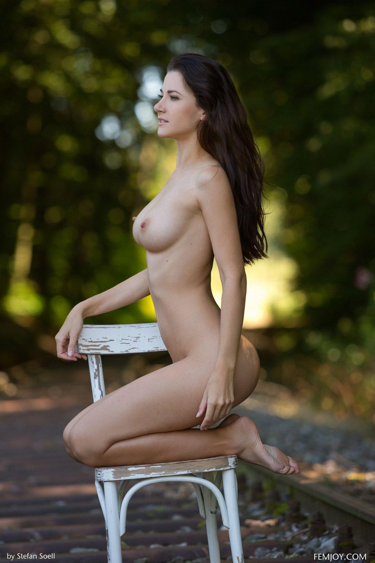 golie-bryunetki-na-relsah-foto-pornuha-galereey-aziya