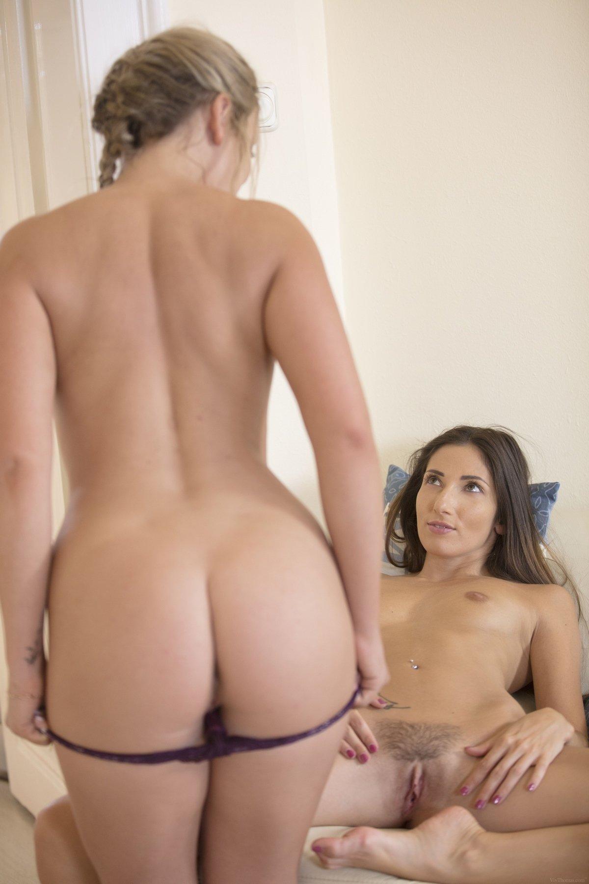 Секс-фото 2-х нарядных лесби
