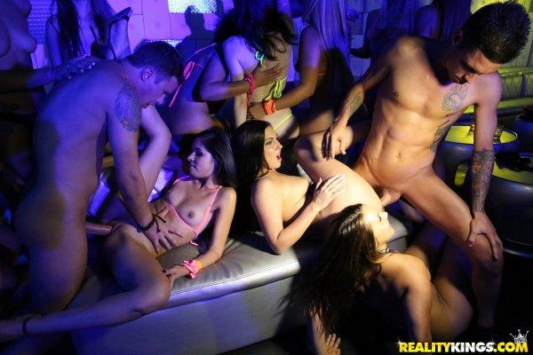 Порно вечеринка в ночном клубе смотреть онлайн