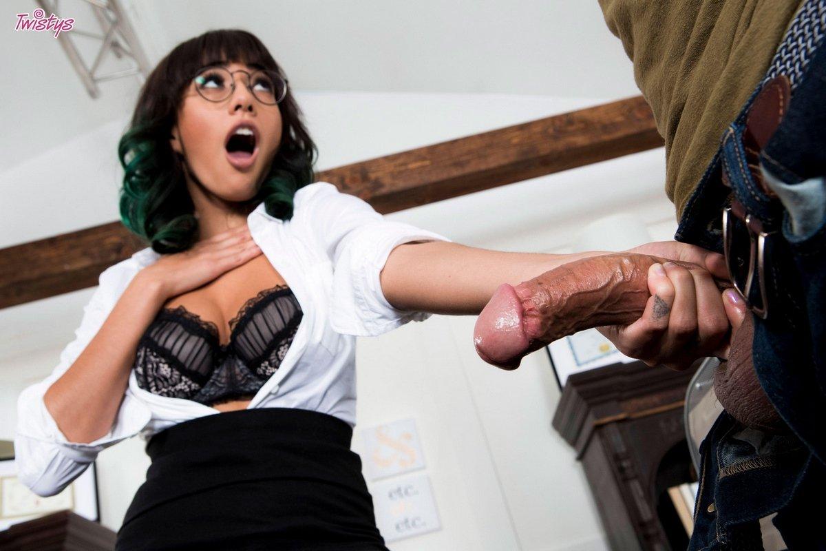 Красивый секс с секретаршей на работе