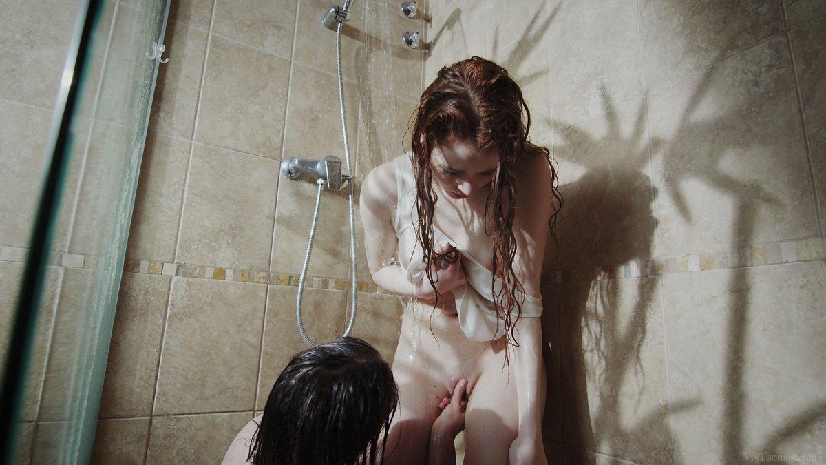 Чувственные фото двух лесбиянок в душе