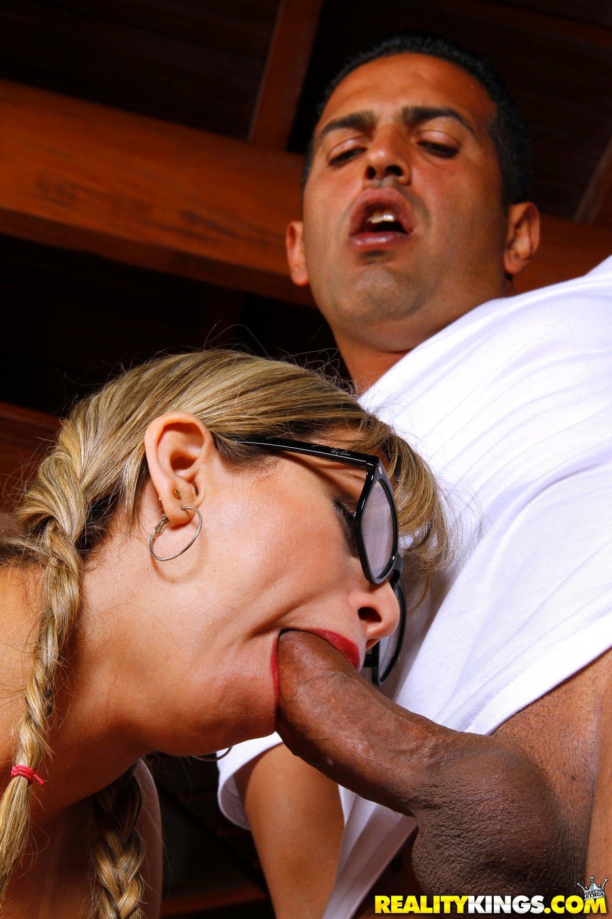 Бразильянка с милой задницей для анала Mirella Mansur смотреть эротику