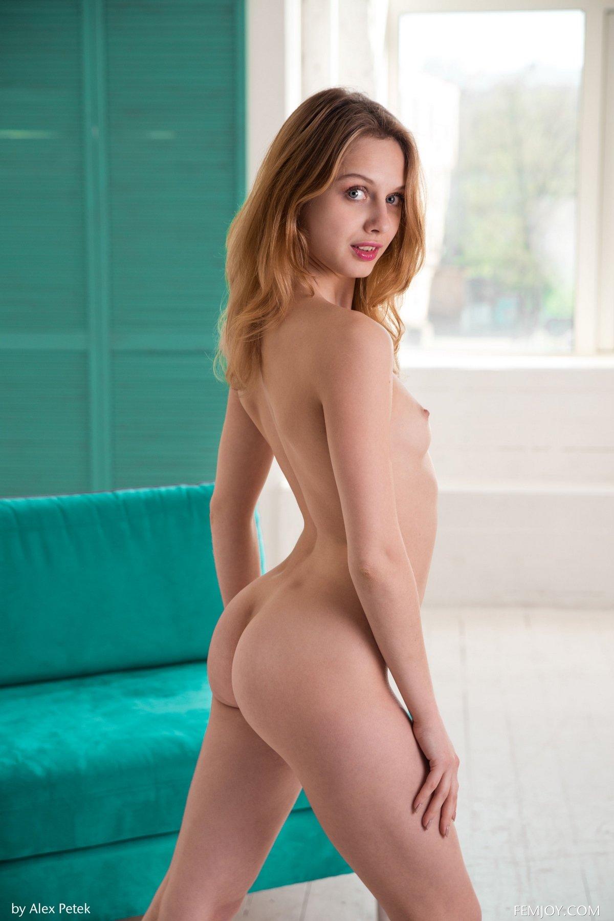 Горячие фото худенькой блондинки с небольшими дойками смотреть эротику