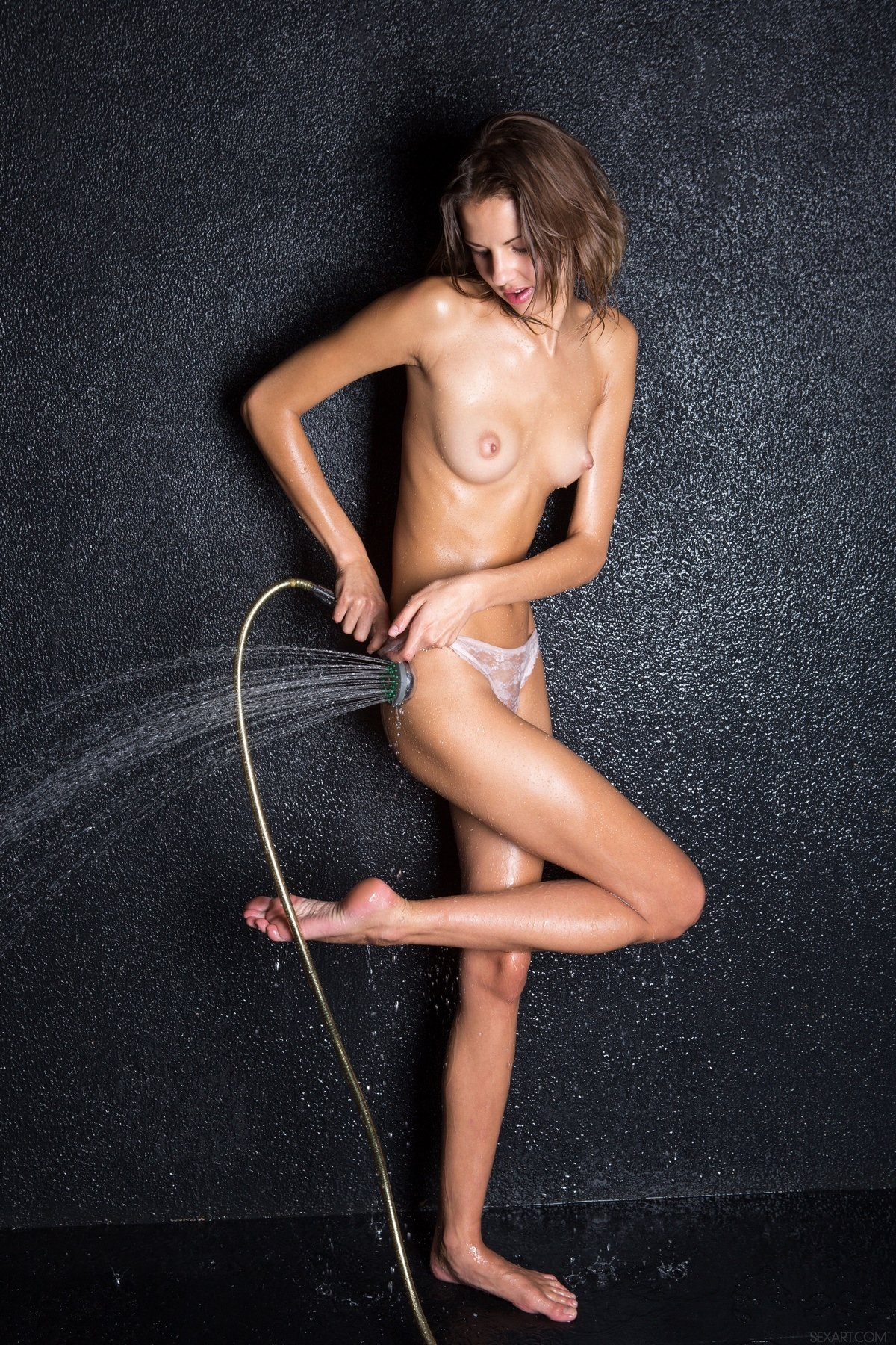 позирует студии секс картинки