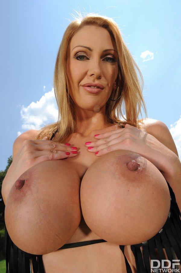 Девушки голые большие сиськи фото