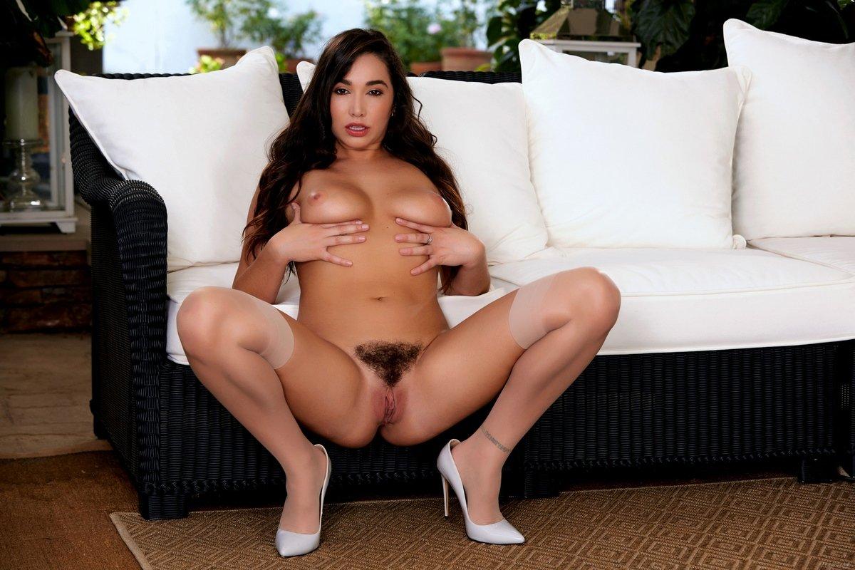 Karlee Grey в сексуальном белье и чулочках