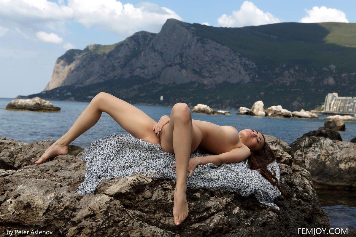 Чувственные снимках милашки Annika в воде