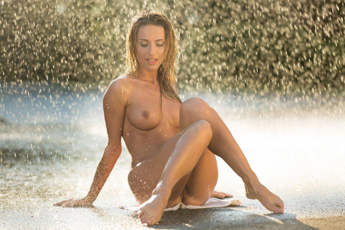 Обнаженная Дождем