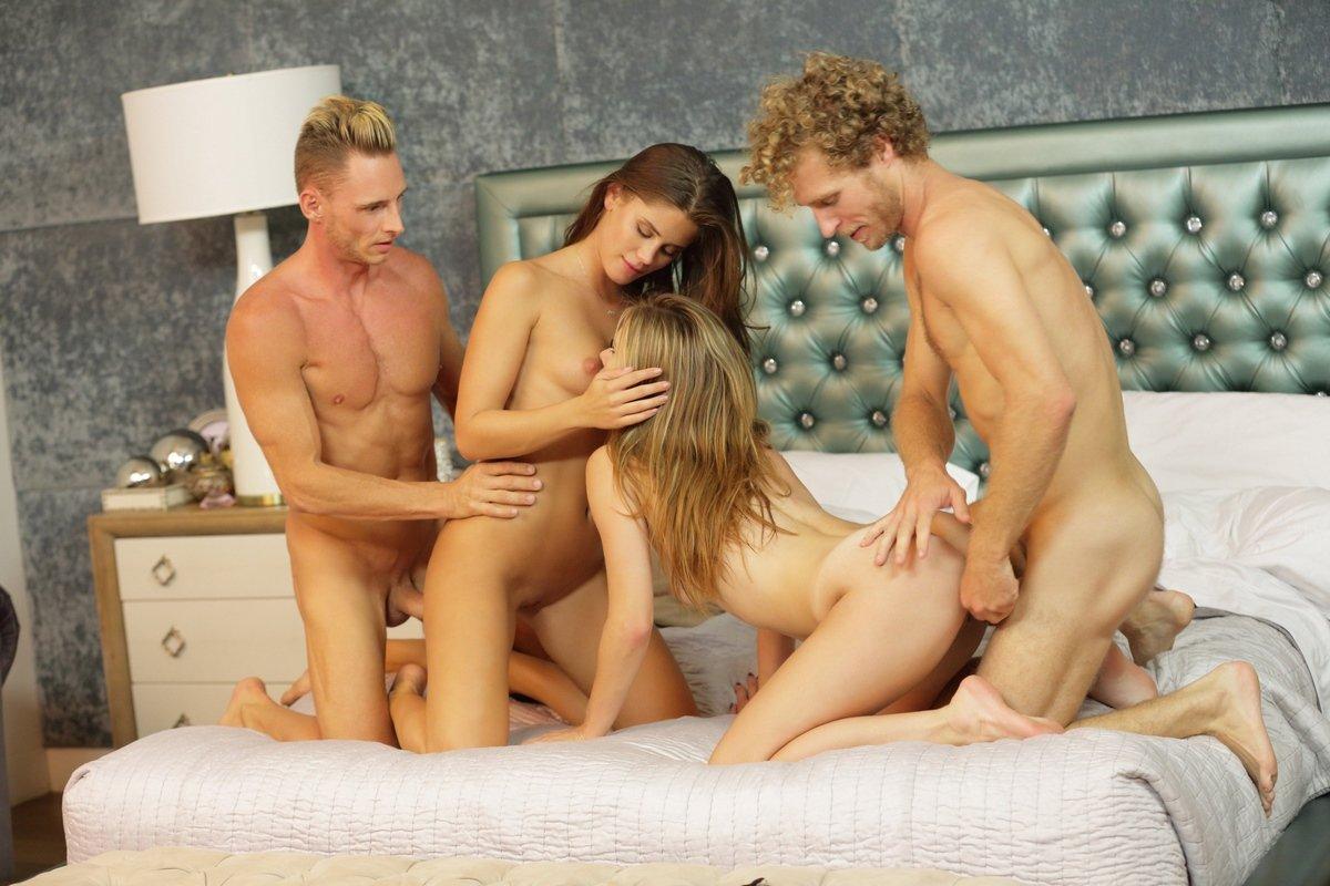 Только фото секс с двумя мужчинами, Откровенное порно фото красивой девушки и двух парней 14 фотография