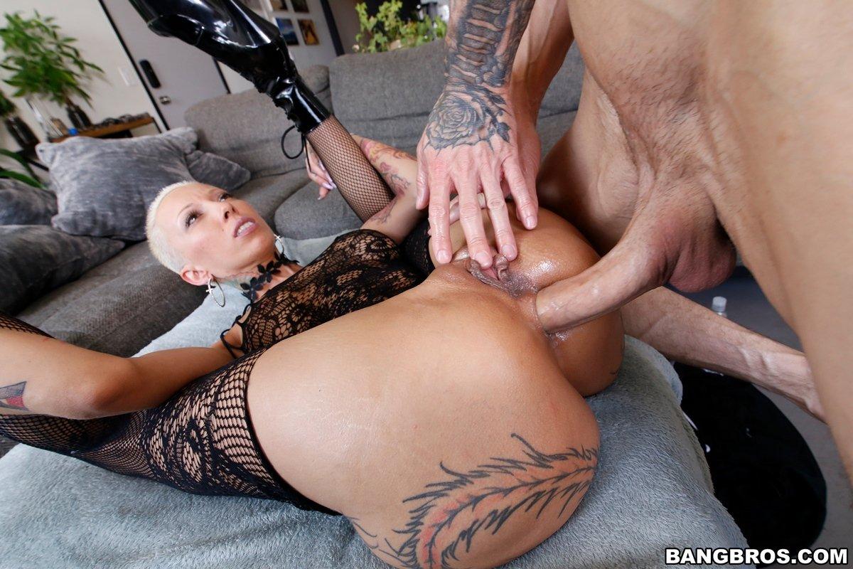Анальное порно с шикарной Bella Bellz